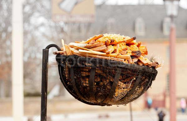Oude brandhout lamp straat mand gebruikt Stockfoto © backyardproductions