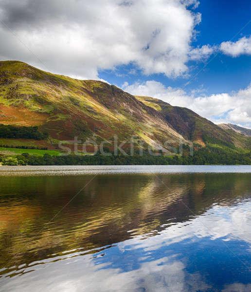 Reflexiones montanas lago Inglés Foto stock © backyardproductions
