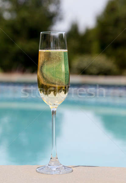 Flauta frio champanhe lado piscina elegante Foto stock © backyardproductions
