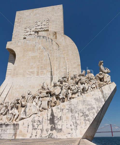 Lisbonne statue Portugal sculpteur croix épée Photo stock © backyardproductions