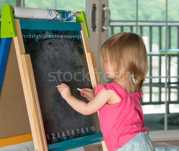 Giovani disegno lavagna ragazza Foto d'archivio © backyardproductions