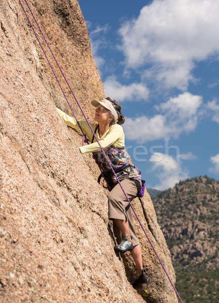 シニア 女性 急 岩 登る コロラド州 ストックフォト © backyardproductions