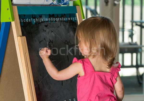 Fiatal kislány rajz iskolatábla kétéves lány Stock fotó © backyardproductions