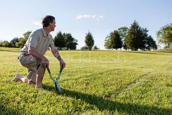 Senior man gras taak groot Stockfoto © backyardproductions