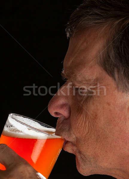 Senior homem quartilho vidro cerveja caucasiano Foto stock © backyardproductions