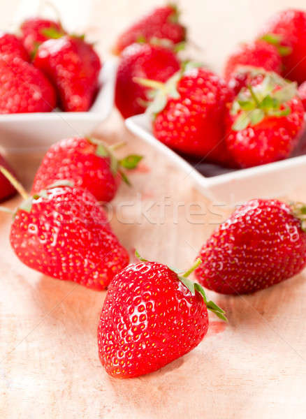 Aardbeien vers houten tafel voedsel vruchten achtergrond Stockfoto © badmanproduction