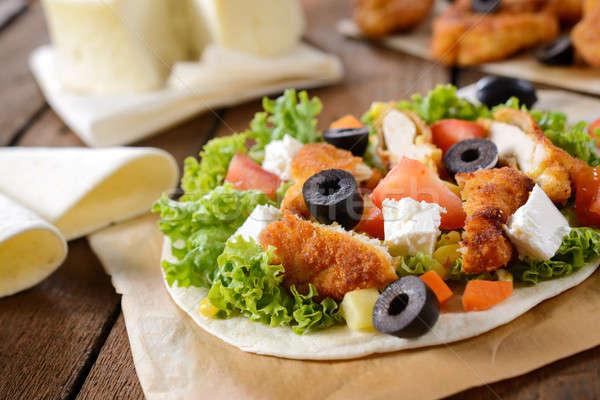 Friss csirkesaláta felső tortilla fókusz saláta Stock fotó © badmanproduction