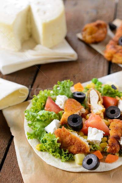 Ensalada de pollo tortilla enfoque ensalada queso cena Foto stock © badmanproduction