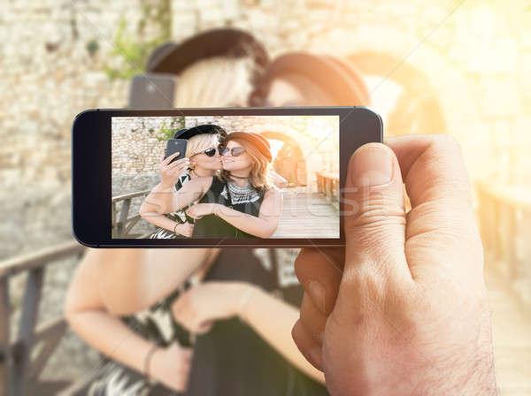 Zaman çift pozitif kadın öpücük Stok fotoğraf © badmanproduction