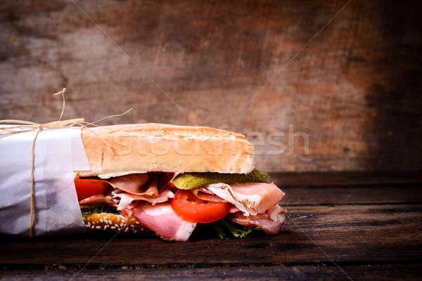 Onderzeeër sandwich groenten prosciutto houten Stockfoto © badmanproduction
