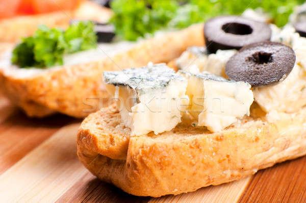 Formaggio tipo gorgonzola messa a fuoco selettiva bruschetta formaggio cena sandwich Foto d'archivio © badmanproduction