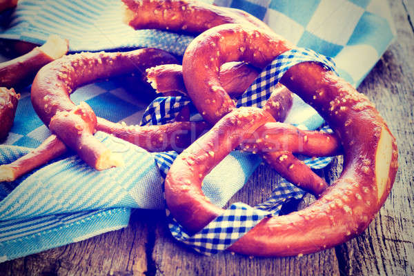Bretzel traditionnel bretzels bois accent Photo stock © badmanproduction