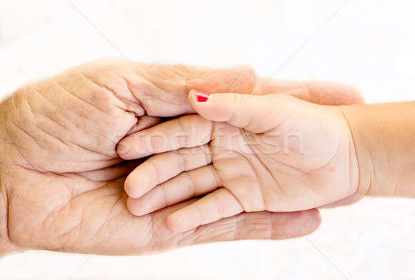 öreg segítő kéz kéz tart fiatal kezek Stock fotó © badmanproduction