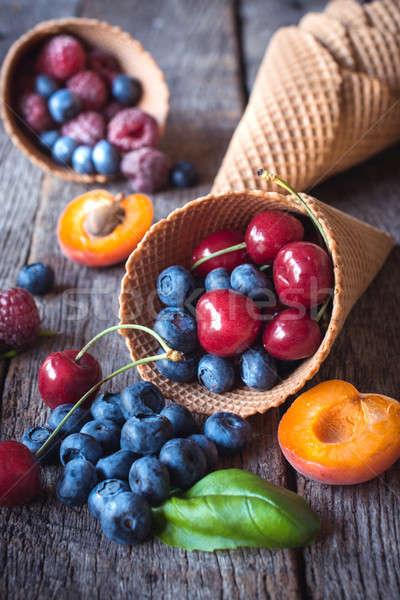 Gyümölcs fagylalt friss gyümölcsök fagylalttölcsér fából készült Stock fotó © badmanproduction