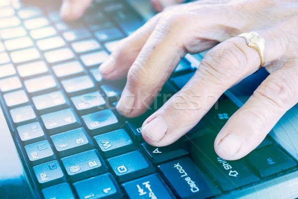 старые рук клавиатура женщины набрав компьютер Сток-фото © badmanproduction