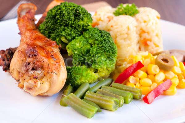 Foto stock: Frango · em · preparado · legumes · foco · natureza