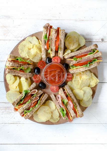 Сток-фото: клуба · Бутерброды · картофельные · чипсы · картофеля · ресторан