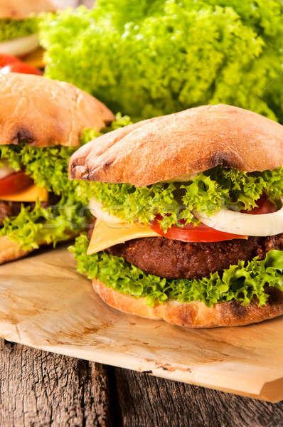Rundvlees hamburger traditioneel kaas groenten Stockfoto © badmanproduction