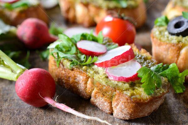 Pesto rabanete comida pão salada tomates Foto stock © badmanproduction