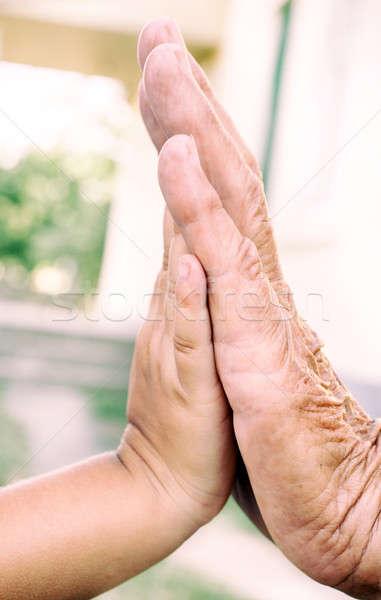 High five velho jovem mãos criança ajudar Foto stock © badmanproduction