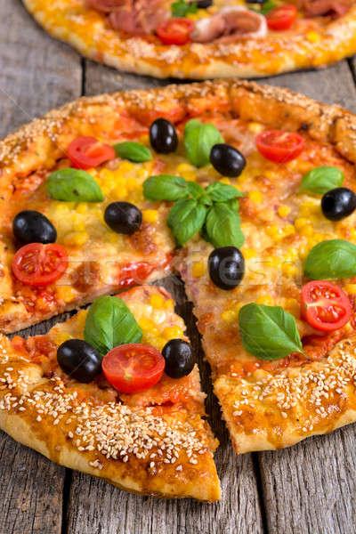Nyami pizza szelektív fókusz szelet vegetáriánus sajt Stock fotó © badmanproduction