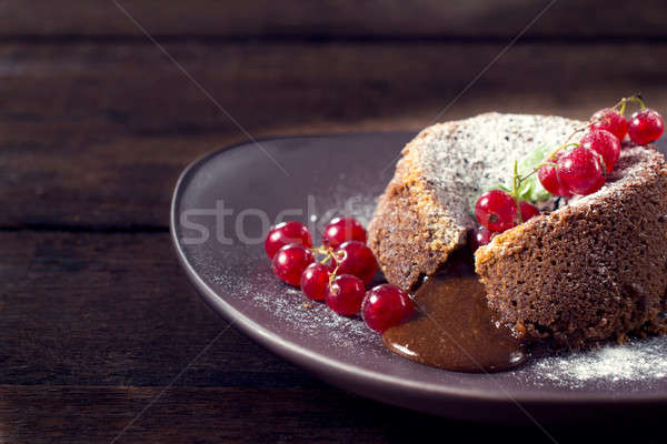 Chocolate pudim bolo vermelho foco fundo Foto stock © badmanproduction