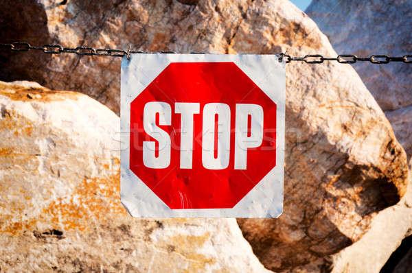 Dur işareti Metal zincir taşlar yol sokak Stok fotoğraf © badmanproduction