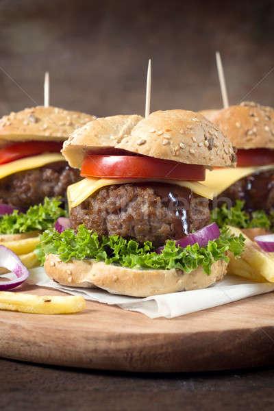 Cheeseburger tempo messa a fuoco selettiva fronte legno sfondo Foto d'archivio © badmanproduction