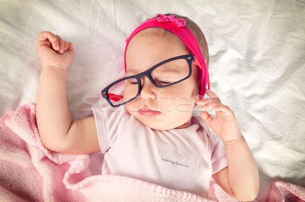 álmos baba vicces szemüveg fej kéz Stock fotó © badmanproduction