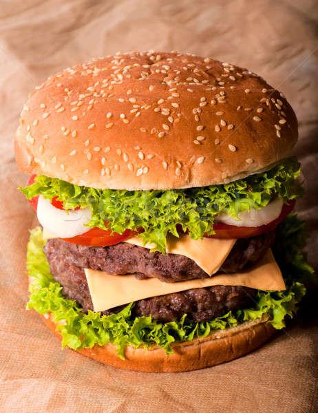 Raddoppiare cheeseburger grande gustoso alimentare foto Foto d'archivio © badmanproduction