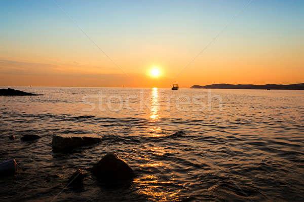 Tenger naplemente vízpart égbolt háttér szépség Stock fotó © badmanproduction