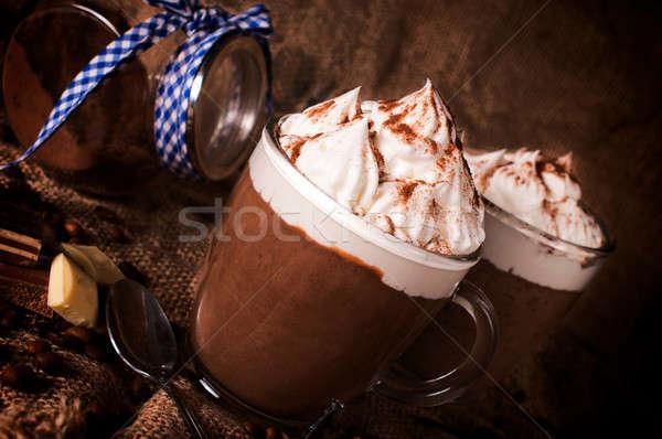 Taza chocolate caliente atención selectiva frente dulce crema Foto stock © badmanproduction