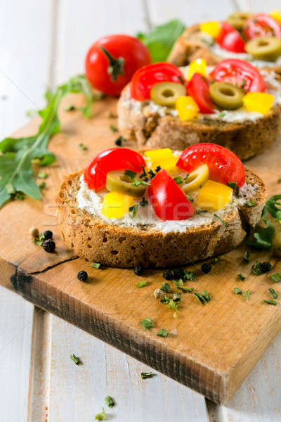 Bereid bruschetta vers gebakken sandwich focus Stockfoto © badmanproduction