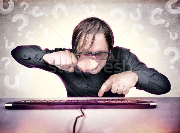 Stockfoto: Zoeken · hacker · vergrootglas · naar · iets · toetsenbord
