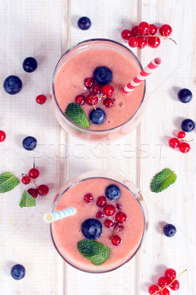 Berry smoothie fraîches fruits accent à l'intérieur Photo stock © badmanproduction