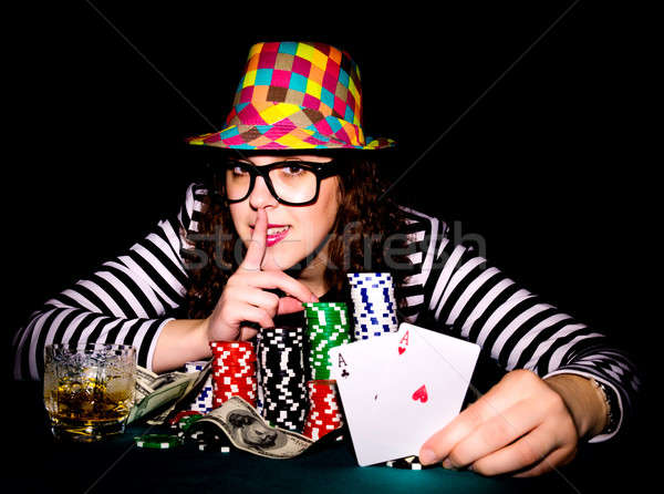 Main Homme poker table Photo stock © badmanproduction