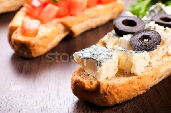 Schimmelkaas sandwich klein selectieve aandacht stuk tabel Stockfoto © badmanproduction
