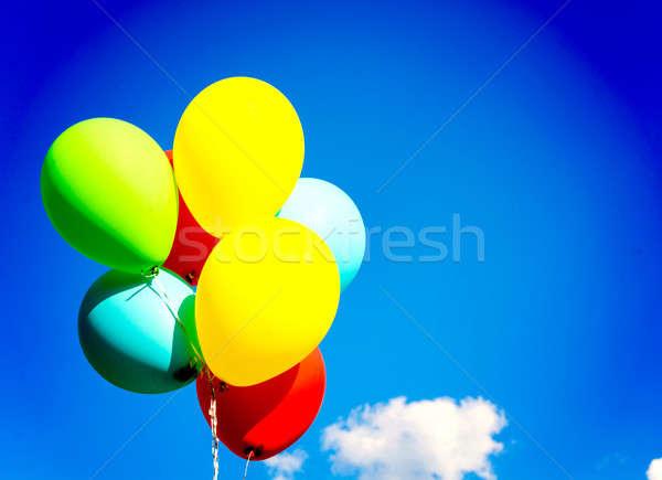 Colorido balões limpar blue sky mão mulheres Foto stock © badmanproduction