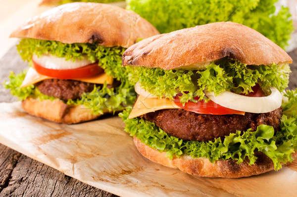 Cheeseburger tempo messa a fuoco selettiva carne verdura Foto d'archivio © badmanproduction