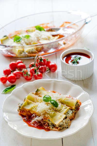 Geserveerd pasta gevuld spinazie restaurant kaas Stockfoto © badmanproduction