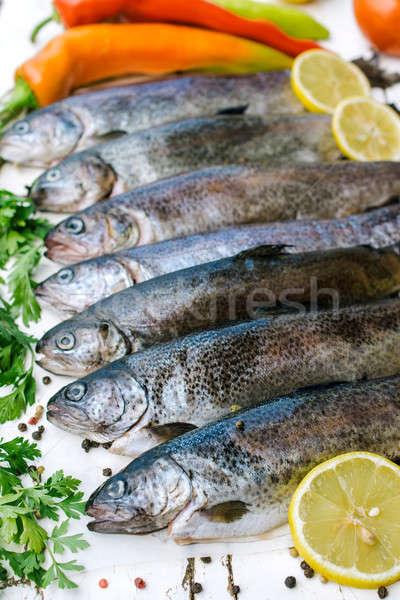 Zdjęcia stock: Surowy · pstrąg · ryb · tabeli · papieru · drewna