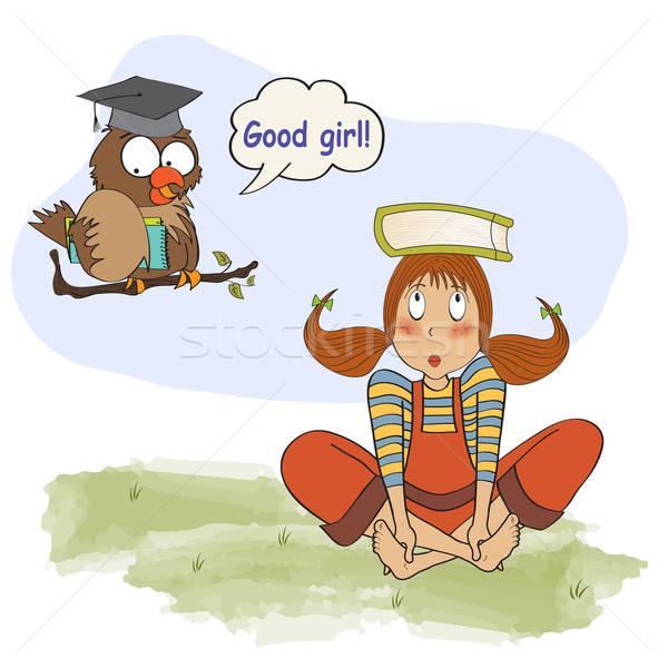 Jong meisje studeren uil meisje vogel teen Stockfoto © balasoiu