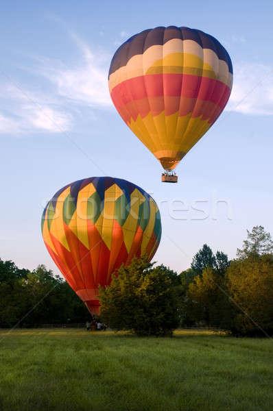 Dois balões aterrissagem campo Foto stock © Balefire9