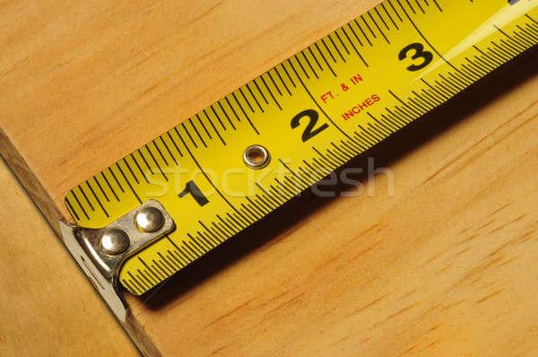 Giallo nastro di misura pezzo legno primo piano Foto d'archivio © Balefire9