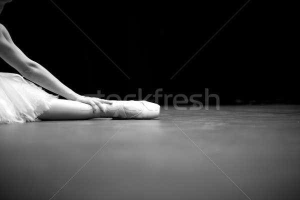 Сток-фото: детали · балерина · сидят · полу · стороны · ногу