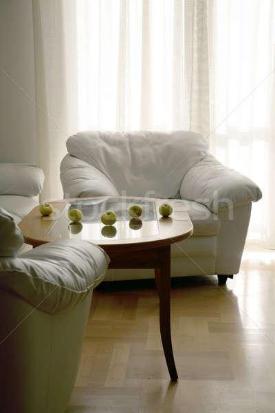 Pommes table cinquième rangée salon lumière Photo stock © Bananna