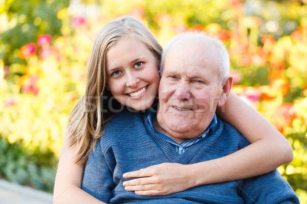 Liefhebbend mooie kleindochter ouderen vrouw man Stockfoto © barabasa