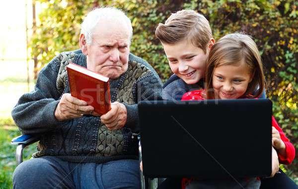 убедительный детей читать деда внучата книга Сток-фото © barabasa