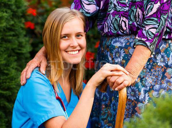 Segítő kéz mosolyog orvos idős beteg kéz Stock fotó © barabasa