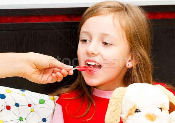 Behandeling hoesten mooie meisje Stockfoto © barabasa
